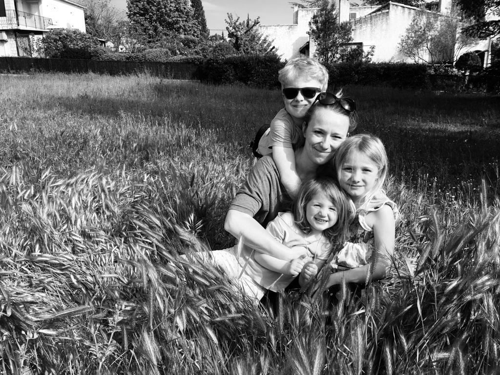 Emmanuelle Devaux, Mère Veilleuse de trois enfants